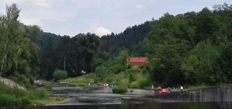 Český Šterberk - jez a vodáci